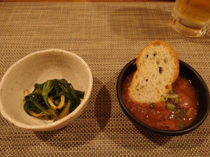 札幌狸小路7丁目男のイタリアン居酒屋スエゾウジャパンお通しの煮込みとぎょうじゃにんにくのしょう油漬け