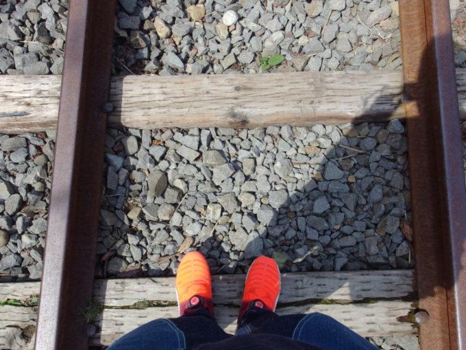 国鉄旧手宮線廃線跡バラストの上を歩く久しぶりの感覚