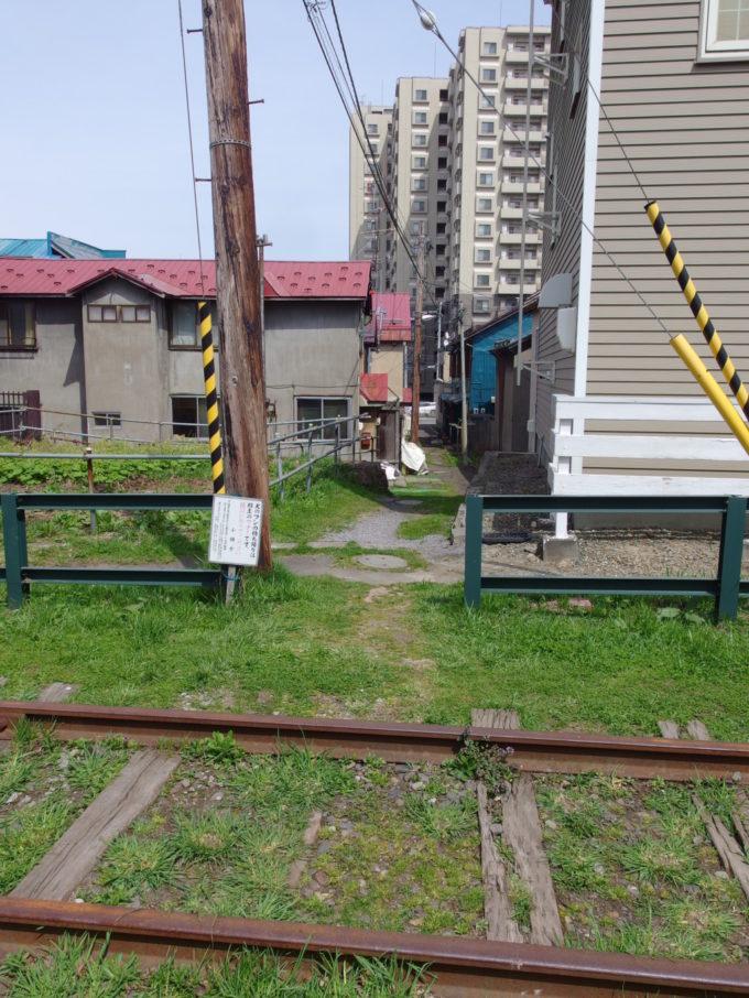 旧国鉄手宮線廃線跡に残る小さな踏切跡