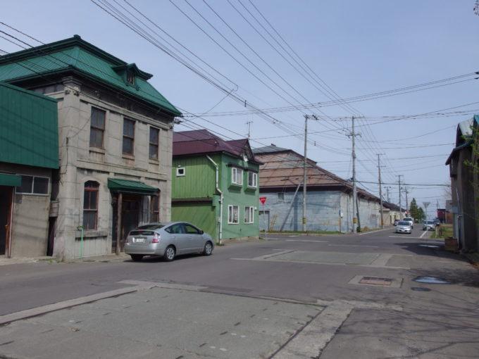 国鉄旧手宮線廃線跡のそばに残る古い小樽の気配