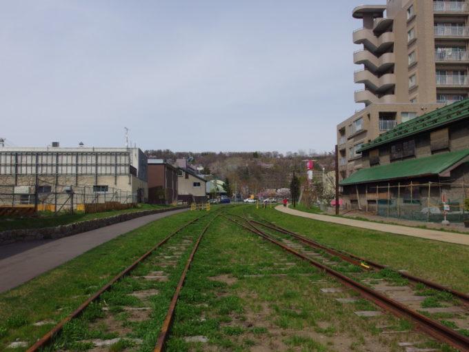 旧国鉄手宮線廃線跡構内分岐が現れまもなく終点