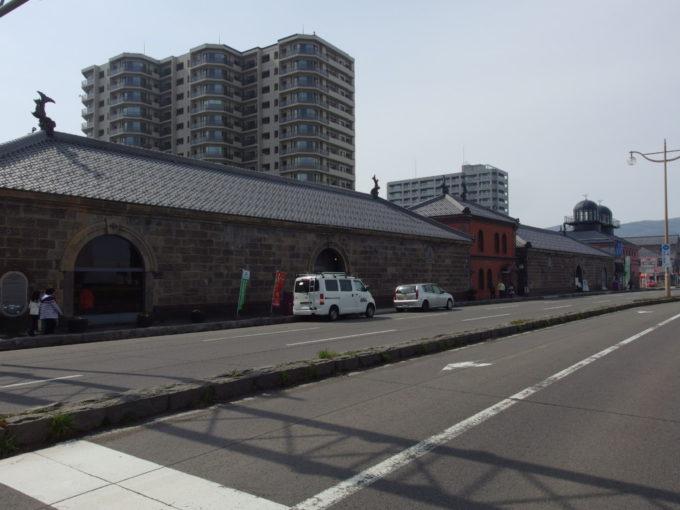 小樽運河沿いに建つ旧小樽倉庫