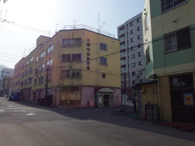 坂の下から坂の上まで市場が続く小樽中央市場・中央卸市場