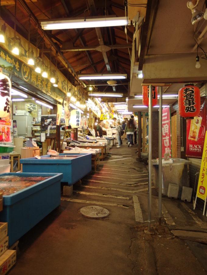 小樽駅横三角市場内部