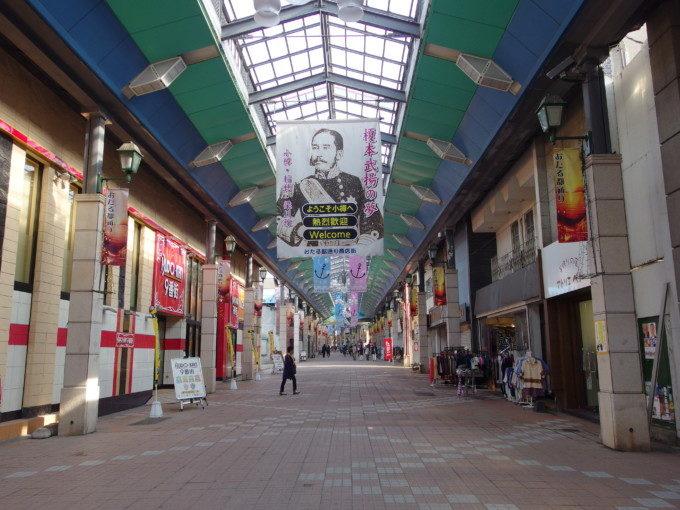 アーケードの続く小樽都通り商店街