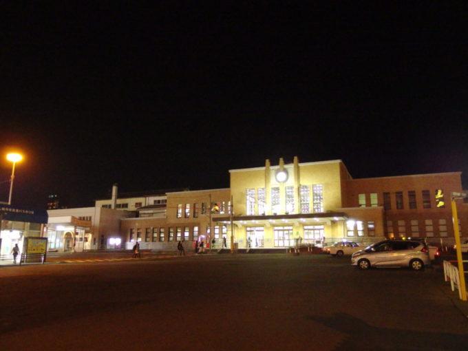 夜空に輝く小樽駅舎