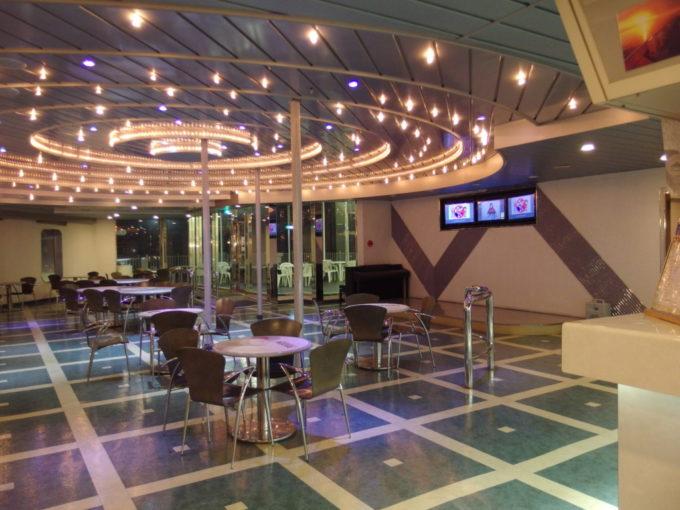 新日本海フェリーはまなす宇宙感漂うカフェ