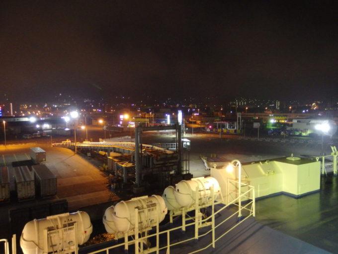 深夜の小樽港を新日本海フェリーはまなすは静かに出港し舞鶴を目指す