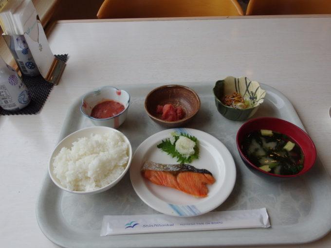 新日本海フェリーはまなすレストランカフェテリア方式の朝食