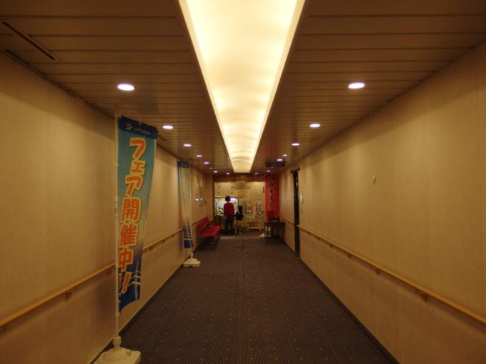 新日本海フェリーはまなす大浴場からレストランへと通じる廊下