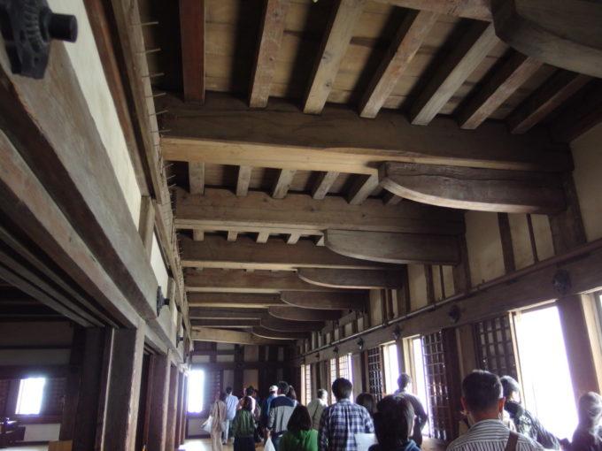 姫路城天守閣を支える太い木材