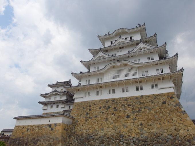 角度を変える毎に表情を変える姫路城