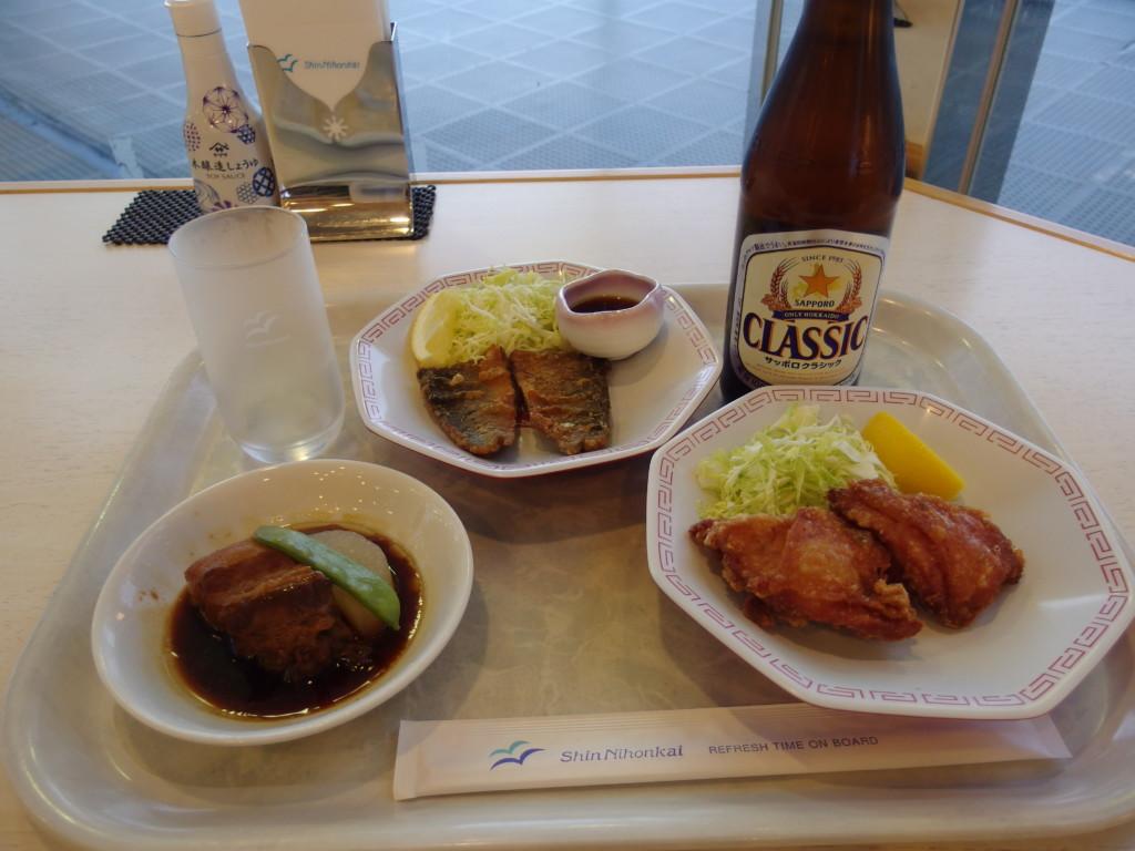 新日本海フェリーはまなすレストランでにしん竜田揚げ、角煮、ザンギの夕食