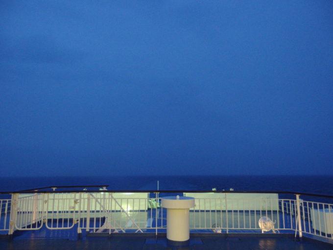 新日本海フェリーはまなす夕食後に眺める暮れゆく海