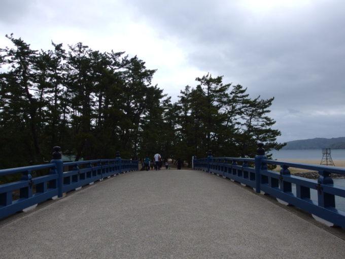 日本三景天橋立橋を渡り松の生い茂る天橋立へ