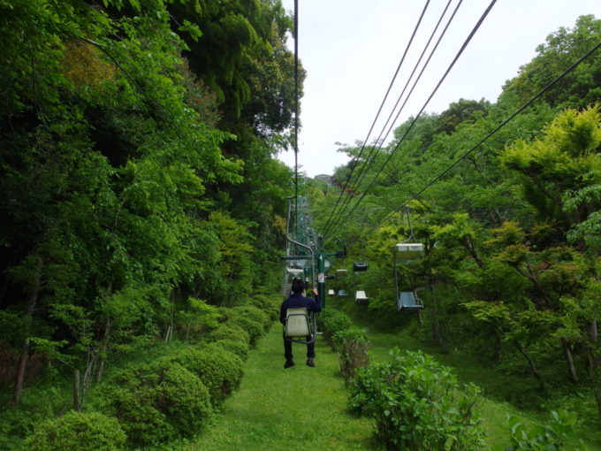 日本三景天橋立新緑の中進むリフト