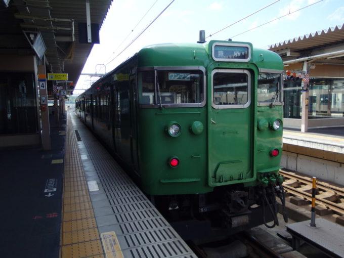 JR山陰本線緑一色の113系
