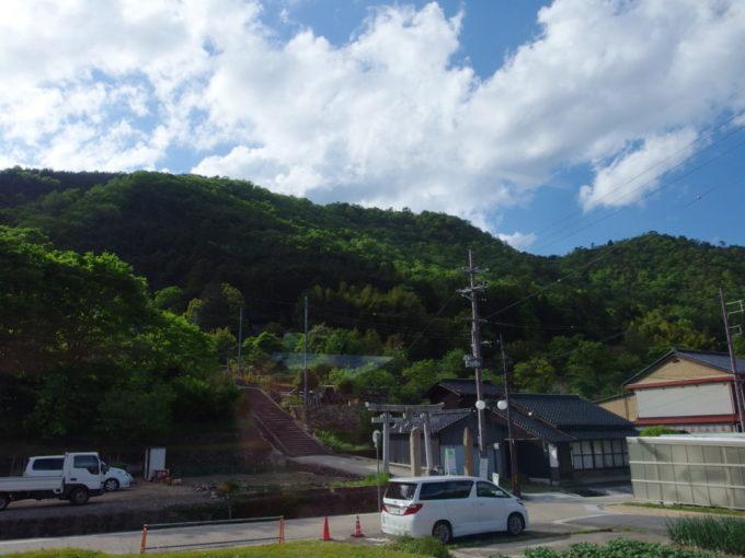 JR播但線車窓から見上げる竹田城跡