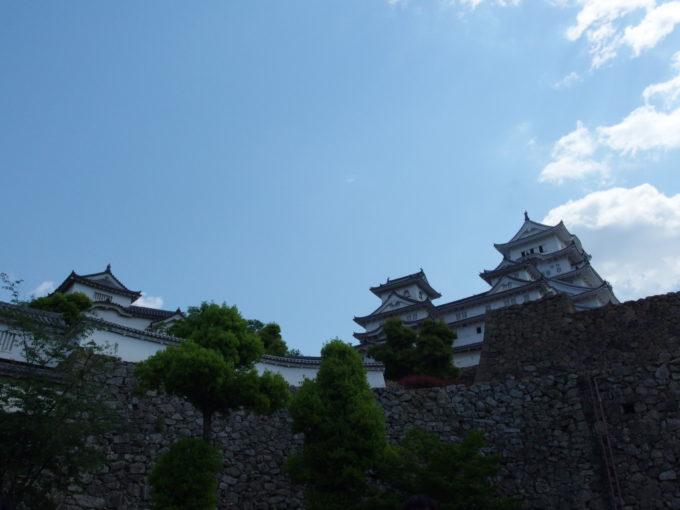 初夏の姫路城近付くごとに増す威厳