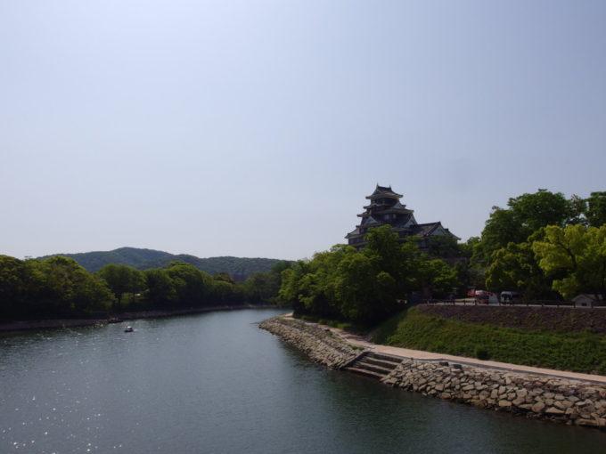 旭川月見橋より望む岡山城
