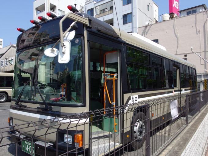 マーカーランプと渋い塗装が印象的な宇野バス