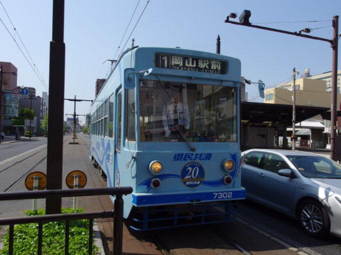 県庁通り電停から岡山電気軌道路面電車に乗車