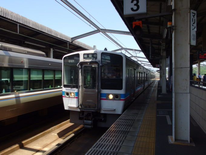 JR四国6000系本四備讃線瀬戸大橋線観音寺行き普通列車