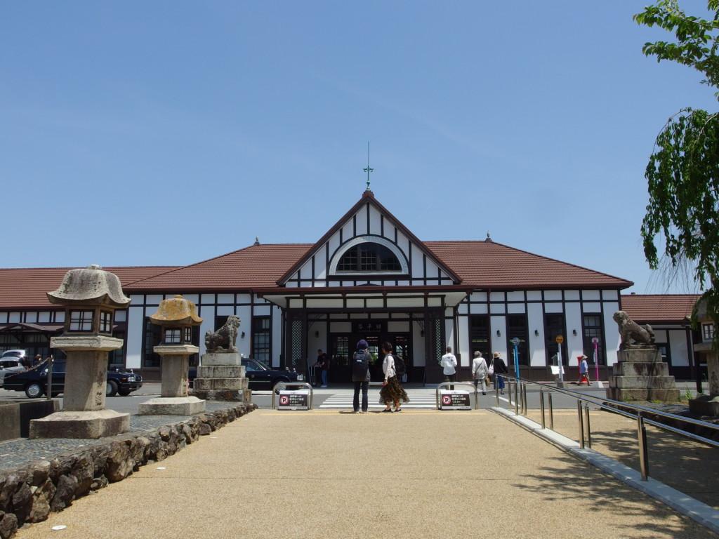 大正時代の姿に復元され歴史ある佇まいのJR土讃線琴平駅