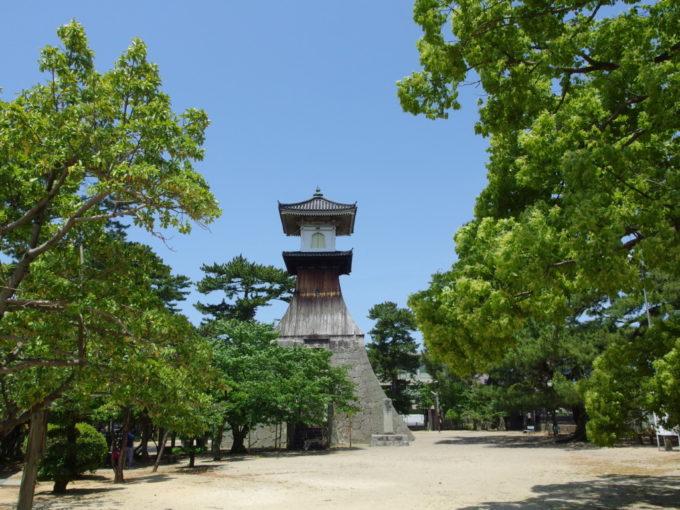金刀比羅宮北神苑日本一の高さを誇る高灯籠