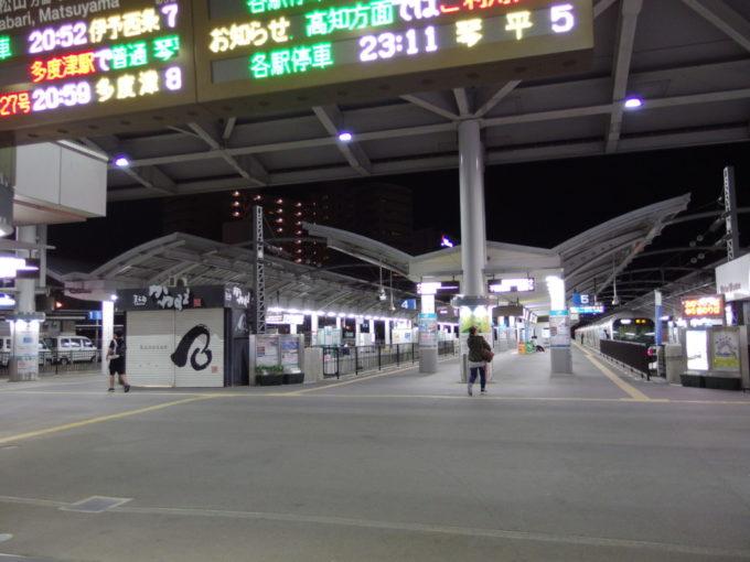 連絡船との結節点、ターミナルらしさを残す頭端式ホームの高松駅