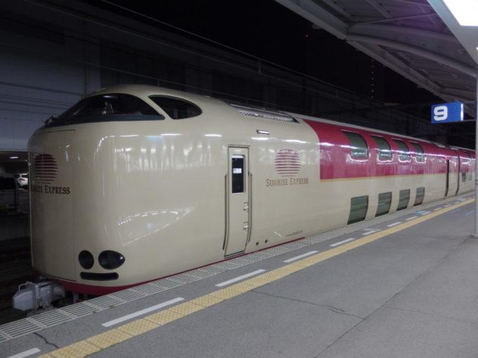 285系サンライズ瀬戸東京行き