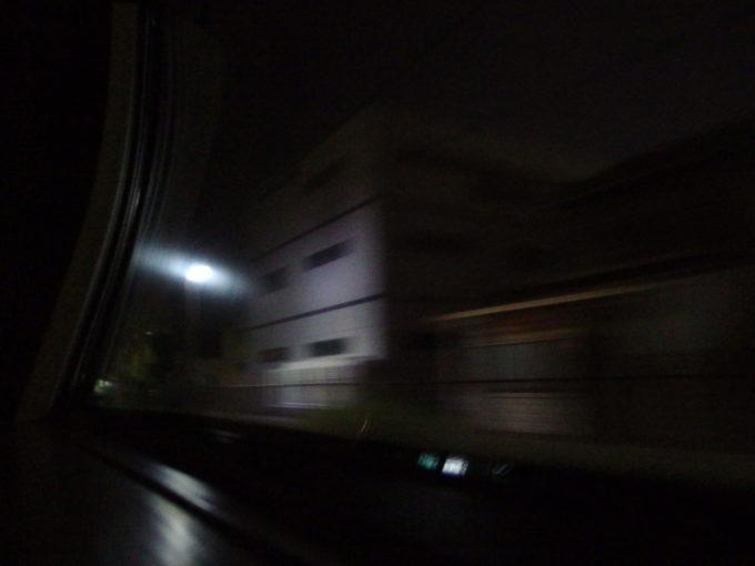 285系サンライズ瀬戸東京行きシングル下段電気を消して夜の香川の車窓を眺める