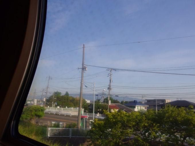 285系サンライズ瀬戸東京行きシングル下段から望む三角形の大山