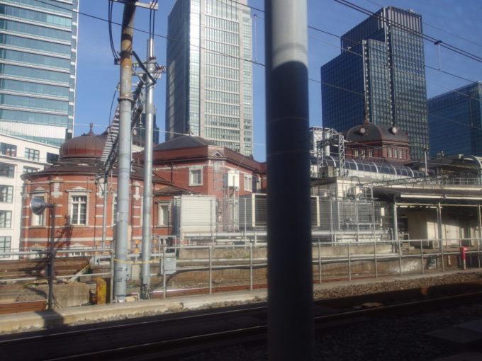 285系サンライズ瀬戸東京行きシングル下段から眺める東京駅赤レンガ駅舎