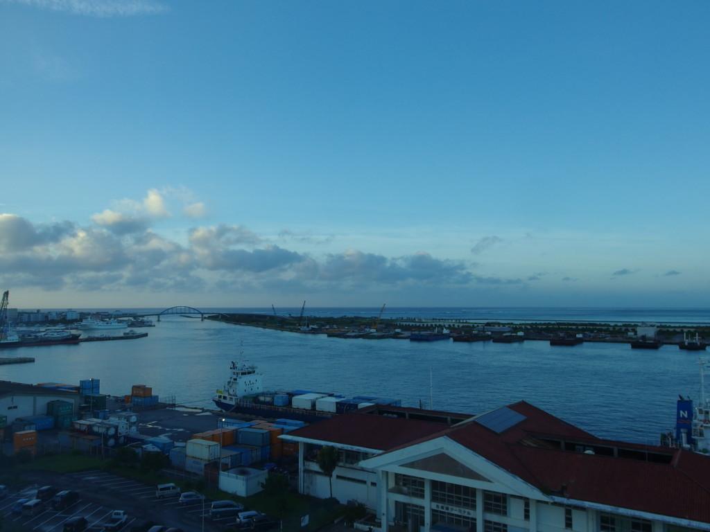 東横イン石垣島から眺める朝の静かな石垣港