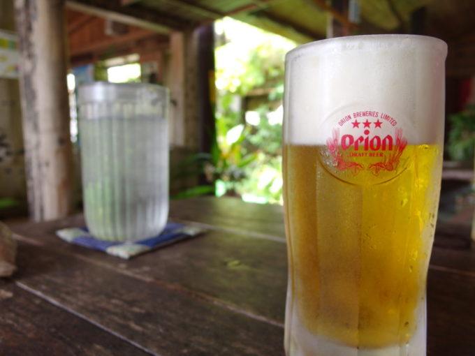 石垣島真栄里ふるさと食堂テラス席で味わうオリオン生ビール