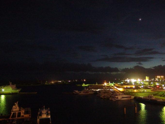 石垣島ホテルイーストチャイナシーから眺める石垣港の夜景