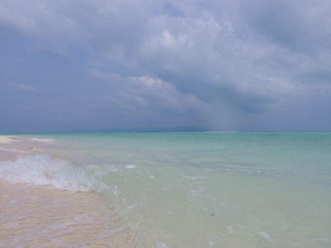 楽園のような美しさの竹富島コンドイビーチ