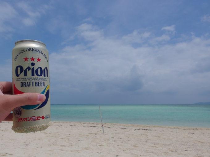 夏の竹富島コンドイビーチでオリオンビールを