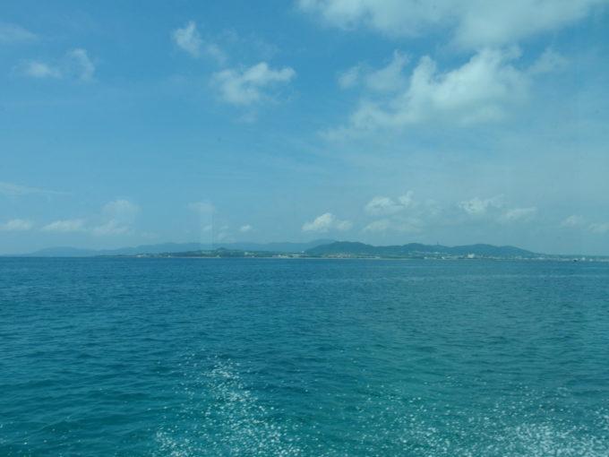 石垣の島影を見ながら爆走する安栄観光ぱいじま