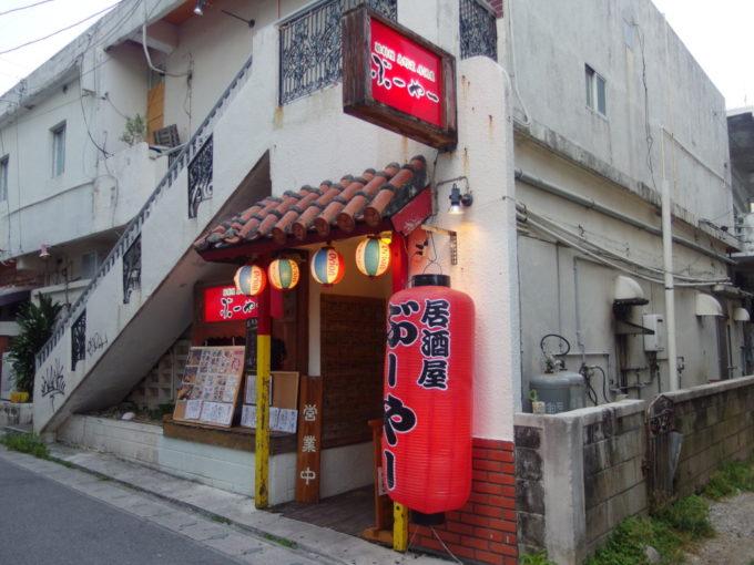 石垣港離島ターミナルやバスターミナルにも程近い豚料理島料理居酒屋ぶーやー