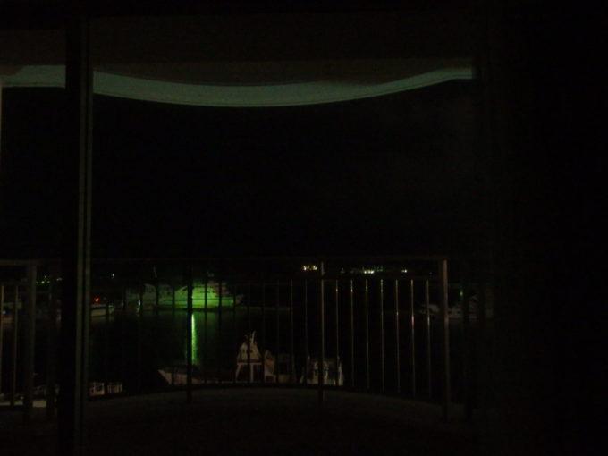 石垣島ホテルイーストチャイナシーから望む暗い夜の石垣港
