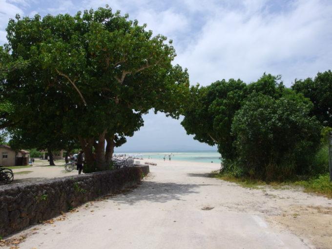 夏の竹富島コンドイビーチに別れを告げる