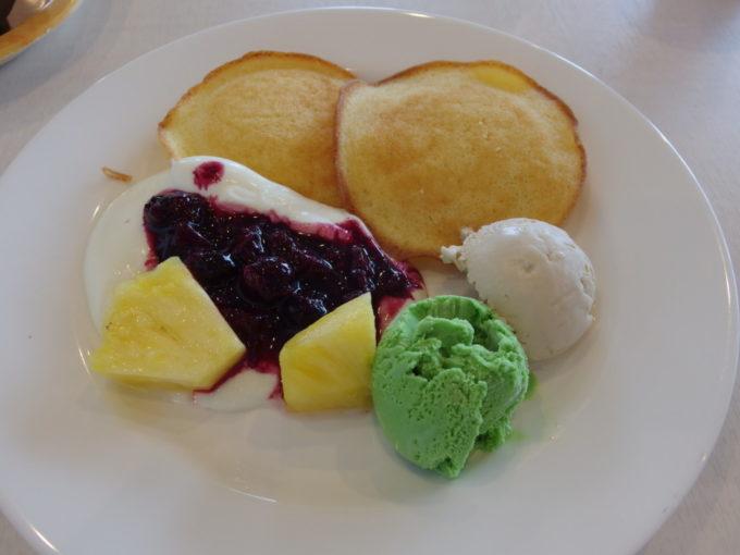 石垣島ホテルイーストチャイナシーブルーシールアイスが食べ放題の朝食
