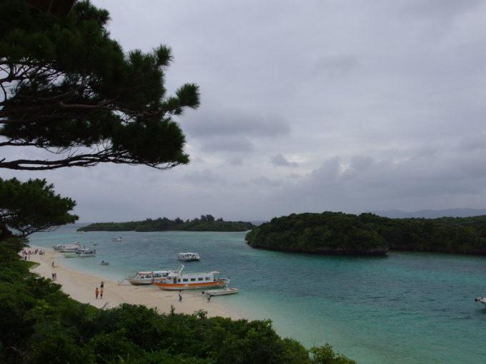 石垣島曇天でも碧い川平湾