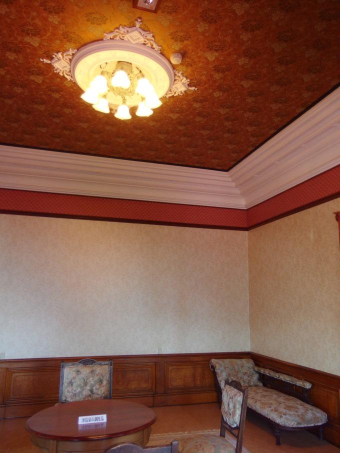 金木太宰治記念館斜陽館2階の豪華な洋間