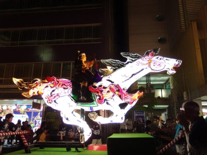 弘前ねぷた人を乗せた光る騎馬