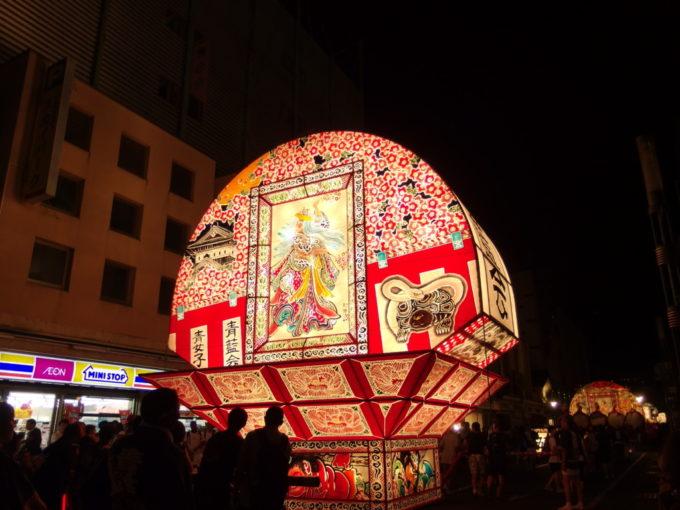 弘前ねぷた月に照らされた満開の夜桜と弘前城