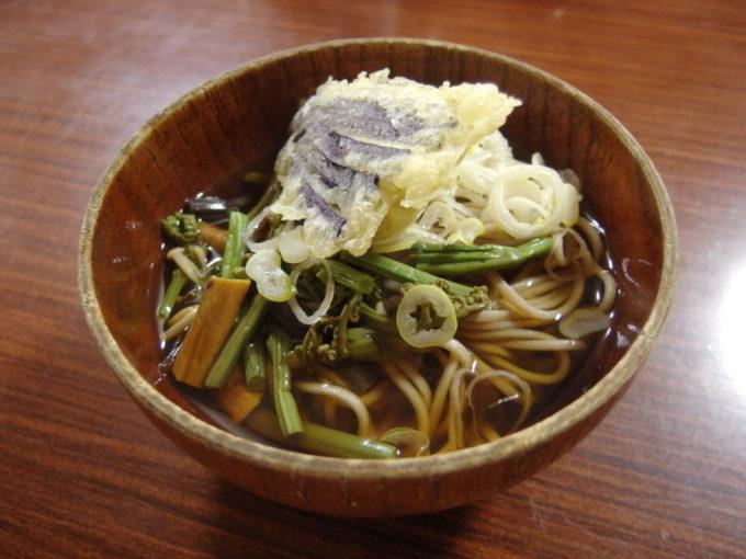 標高1400m東北地方最高地点の秘湯藤七温泉彩雲荘夕食の〆に山菜天ぷらそば
