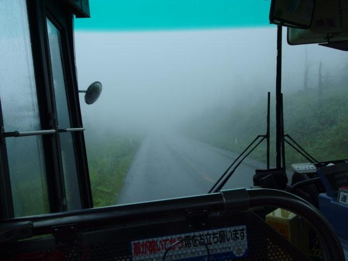 羽後交通急行八幡平線田沢湖駅前行き霧に煙る車窓